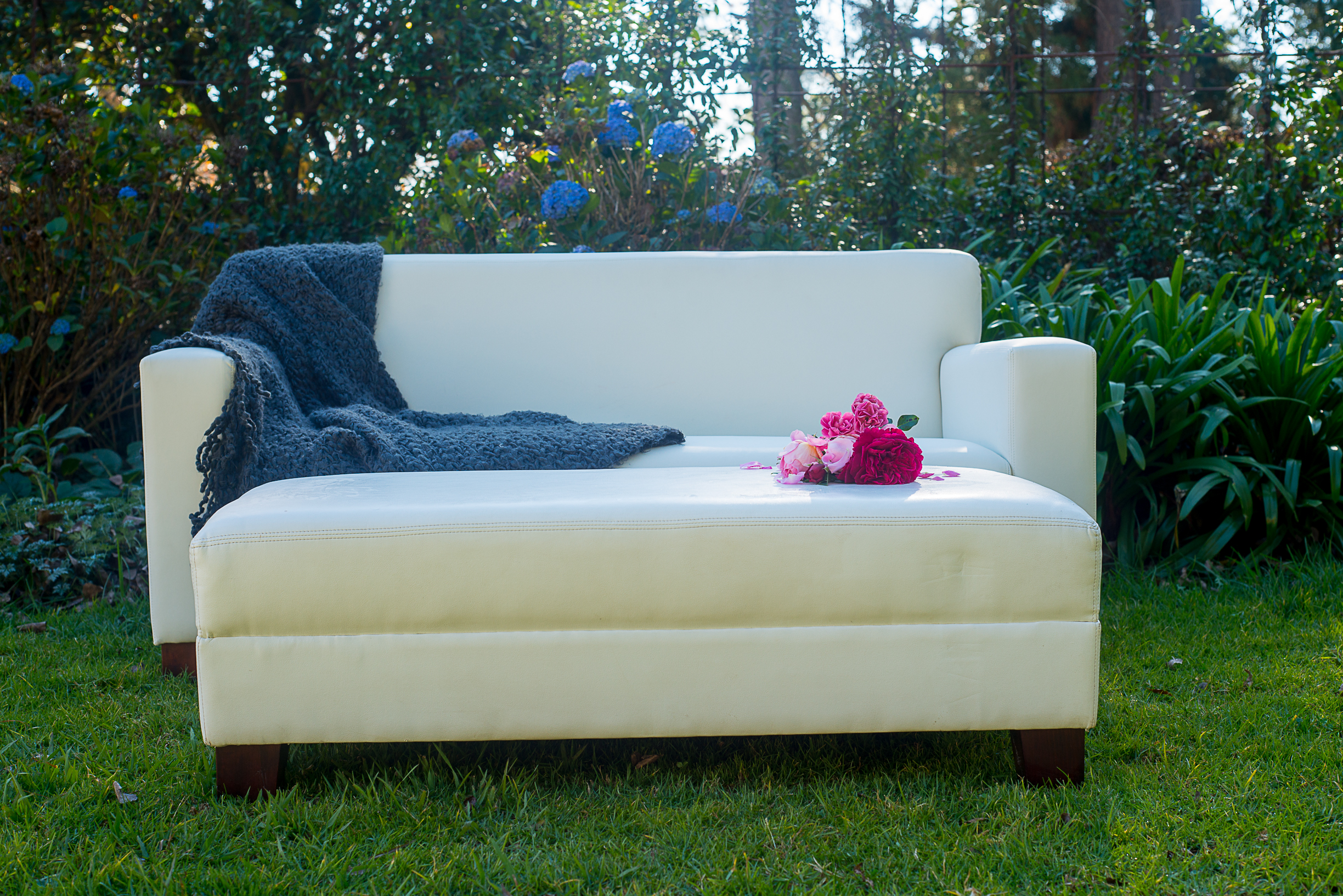 Laurie Kohrs White Couch Midlands Wedding Seating